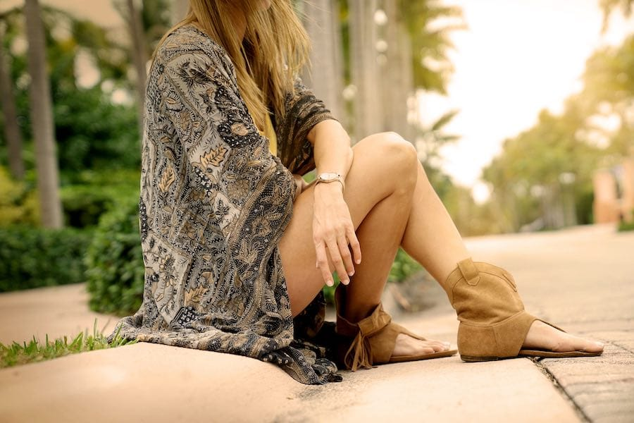 Trendy outfit vrouw boho stijl zomer